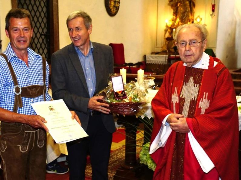 Karl Datzberger - hier bei der Übergabe einer großen Auszeichnung in Stift Ardagger